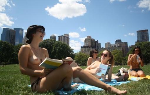 seins nus à New York